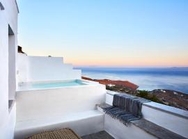 Living Theros Luxury Suites, hotel near Livada Beach, Kardiani