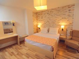 Hotel Pinocchio, hotel in Prishtinë