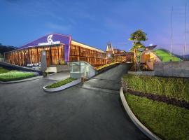 Golden Tulip Holland Resort Batu, family hotel in Batu