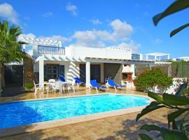 Sun Grove Villas & Spa, cottage in Playa Blanca