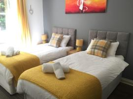 Comfortable GF Apartment sleeps 4-6 great for contractors with private parking by Sussex Short Lets, hotel near Three Bridges, Crawley