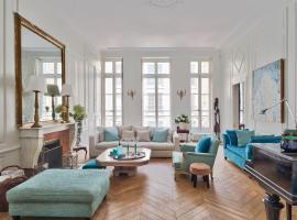 L'ile Saint-Louis by Weekome, budget hotel in Paris