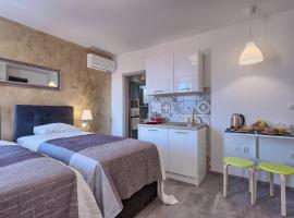 Luxury flats in city centre, hotel in Pula