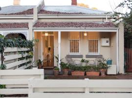 Gorgeous Subiaco cottage, pet-friendly hotel in Perth