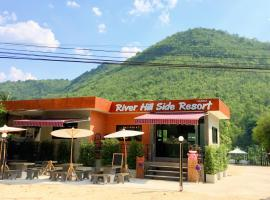 River Hill Side Resort โรงแรมใกล้ น้ําตกเอราวัณ ในBan Tha Thong Mon
