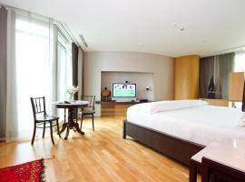 Maduzi, hotel near MRT-Sukhumvit, Bangkok