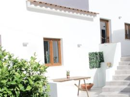 Casa D' Avó Bia - Renovated House, hotel en Aljezur