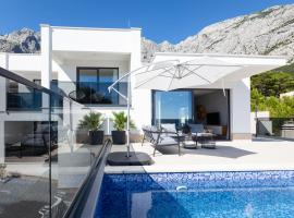 Villa MirA with fantastic sea view, spa hotel in Makarska