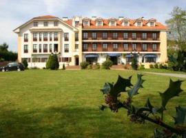 Apartamentos Club Condal, hotel near El Capricho, Comillas