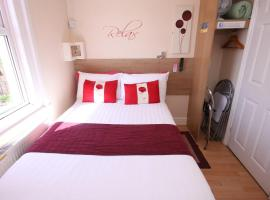 The Railway Sleeper Lodge, guest house in Colchester