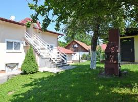 Apartments with a parking space Rakovica, Plitvice - 15514, hotel in Rakovica