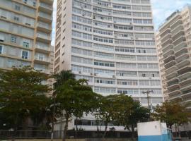 Apartamento Gigante, pé na areia, hotel with jacuzzis in Guarujá