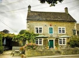 Neeld Arms, hotel near Leigh Delamere Services M4, Grittleton