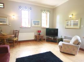 Stables Lodge, hotel in Balloch