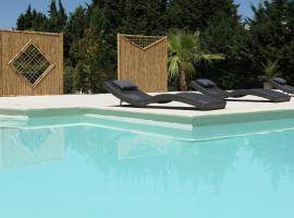Brit Hotel Avignon Sud Le Calendal, hotel with pools in Avignon