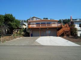 Book Now Oceanview Hot tub 2 beach accesses, vacation rental in Lincoln City