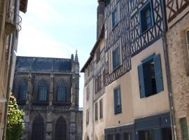 Appart face au mail, hôtel à Limoges près de: Polyclinique de François Chénieux
