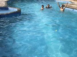 Baaz Jungle Resort, accessible hotel in Khawāsa