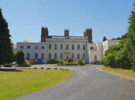 Haughton Hall, hotel in Telford