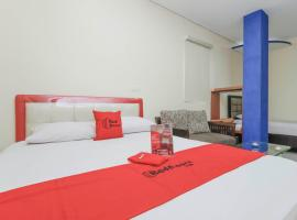 RedDoorz Plus @ Jalan Pemuda Jakarta, hotel in Jakarta