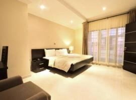 Villa Thirty Three, отель в Лагосе