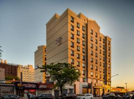 Best Western Plus Plaza Hotel, hotel in Queens