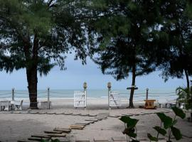Baan Kratom Tong by the sea, hotel in Cha Am