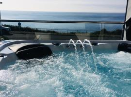 SEA CLIFF I The Miniature Boutique Hotel with Private Hot Tubs, spa hotel in Douglas