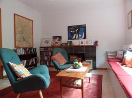 Retro retreat, accommodation in Daylesford