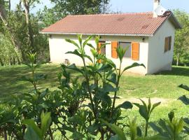 Casa singola immersa nel verde, hotel in Pergola
