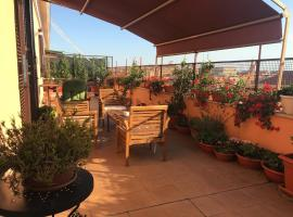 La Terrazza di Evelina Guest House, hotel near San Giovanni Metro Station, Rome