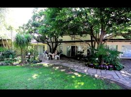 Dove's Nest Guest House, hotel near O.R. Tambo International Airport - JNB,
