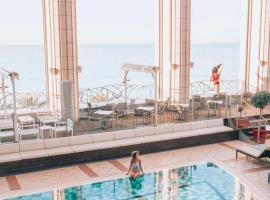 Hyatt Regency Nice Palais de la Méditerranée, hotel in Nice