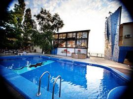Спортивный клуб-отель Акватория Лета, отель в Ейске
