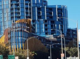 Ivanhoe Apartments, hotel with pools in Melbourne