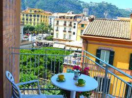 Sorrento Central and Sea View Flats, beach hotel in Sorrento