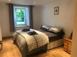 Plas Eryr apartment, hotel near Tyddyn Mawr Golf Club, Caernarfon
