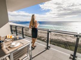 Iconic Kirra Beach Resort, hotel in Gold Coast