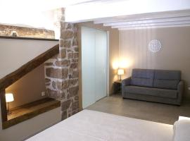Habitacions Plaça Major, guest house in Santa Pau
