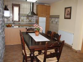 Casa Rural El Pinar, country house in Acebedo