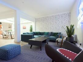 The Harrods Mews - Modern 4BDR + Rooftop & Garage, holiday home in London
