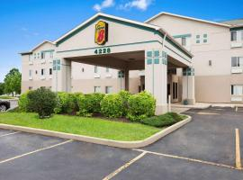Super 8 by Wyndham Aurora/Naperville Area, hotel in Aurora