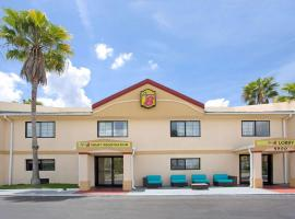 Super 8 by Wyndham Orlando International Drive, hotel near The Wizarding World of Harry Potter, Orlando