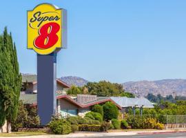 Super 8 by Wyndham Canoga Park, hotel in Canoga Park