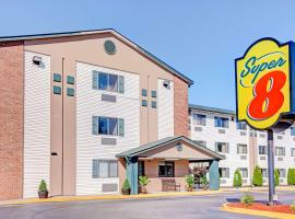 Super 8 by Wyndham Louisville Airport, hotel in Louisville