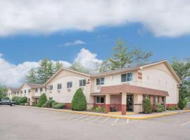 Super 8 by Wyndham Queensbury Glens Falls, hotel near Six Flags Great Escape Lodge, Glens Falls