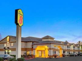 Super 8 by Wyndham Hernando, hotel near Elvis Presley's Graceland, Hernando