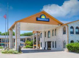 Days Inn by Wyndham San Antonio, motel in San Antonio