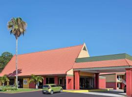 Days Inn by Wyndham Cocoa Cruiseport West At I-95/524, hotel near Port Canaveral, Cocoa