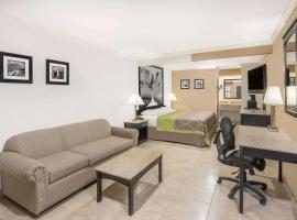Super 8 by Wyndham McAllen- Downtown- La Plaza Mall, hotel cerca de Aeropuerto internacional de McAllen - Miller - MFE,